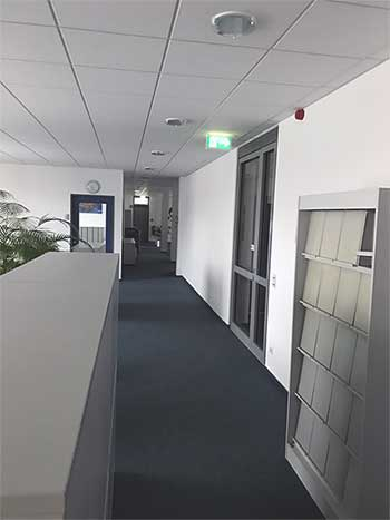 Büroraum mit Raumakustikdecke